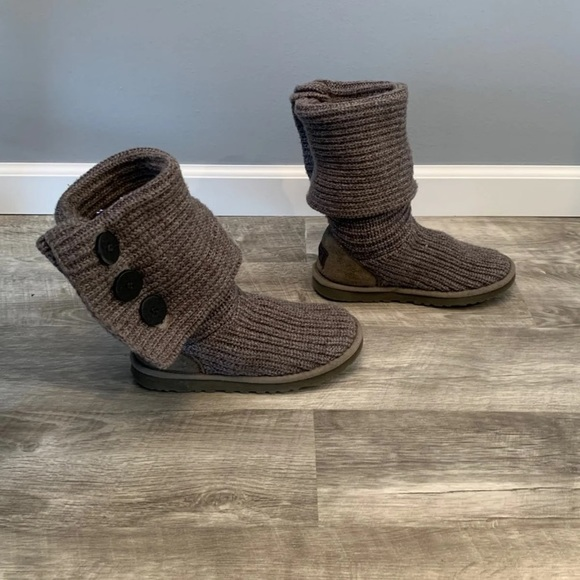 de6b4a5934b Ugg Women's 5819 Classic Cardy Boots 7